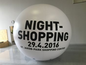 Ballon Night-Shopping unbeleuchtet